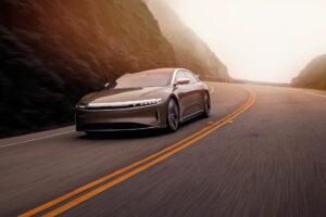 Lucid Air confirma estatuto de carro elétrico com mais autonomia thumbnail