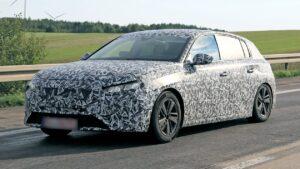 "Novo Peugeot 308 ""caçado"" sob forte camuflagem thumbnail"