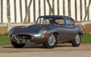 60 anos depois, Jaguar E-Type ainda é um dos carros mais bonitos de sempre thumbnail