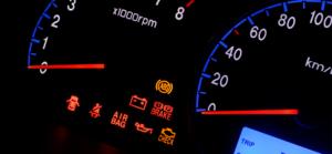 Luz de motor acesa? Apenas 36% dos condutores vai resolver o problema na primeira semana thumbnail