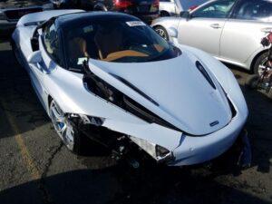 McLaren 720S acidentado vai a leilão e pode custar uma pechincha thumbnail