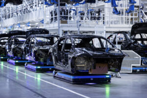 Escassez de semicondutores obriga Mercedes a reduzir produção thumbnail