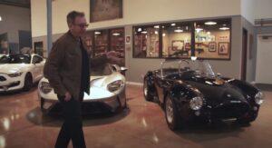 Ator Tim Allen abre portão da garagem e mostra coleção pessoal thumbnail
