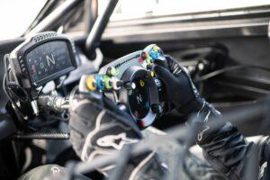 Bentley apresenta volante que pode ser utilizado no Continental GT3 e no simulador de condução thumbnail