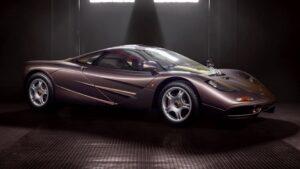 Este McLaren F1 praticamente novo vai a leilão e pode custar mais de 12 milhões de euros thumbnail
