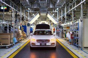 Volvo começa a utilizar aço sem recurso a combustíveis fósseis thumbnail