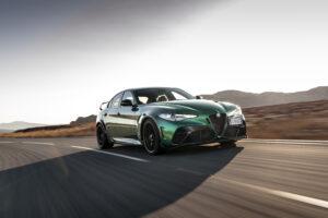 Próximos Alfa Romeo vão ter o mínimo de ecrãs possível, diz CEO thumbnail