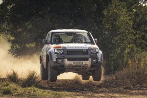 Bowler Defender, a preparação para competição do SUV britânico thumbnail