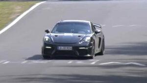 Porsche 718 Cayman GT4 RS apanhado em Nürburgring thumbnail