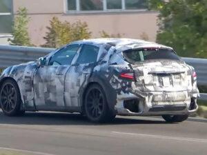 Protótipo do Ferrari Purosangue visto em estradas públicas thumbnail