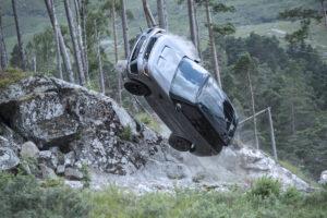 """Veja o que """"sofrem"""" os Range Rover Sport SVR que entram no novo filme de James Bond thumbnail"""