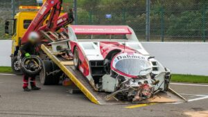Porsche 962 C fica assim após acidente em Spa-Francorchamps thumbnail