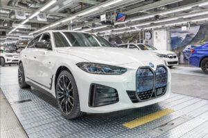 Primeiro BMW i4 de produção já saiu da fábrica thumbnail