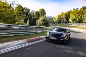 Porsche 718 Cayman GT4 RS acaba testes de desenvolvimento thumbnail
